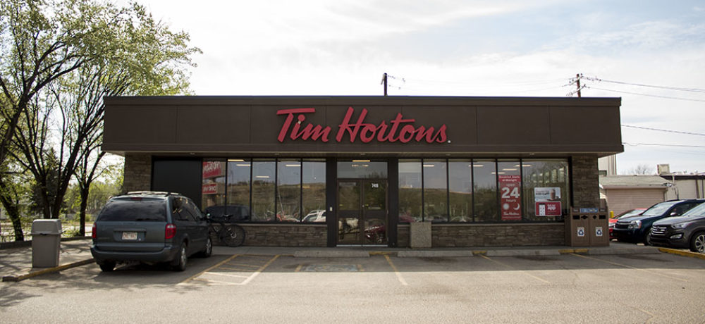 Maple Ave Restaurant Slider – Front Entrance
